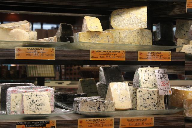 """Curiosidades sobre os franceses, os queijos e uma loja de queijos """"daquelas"""""""