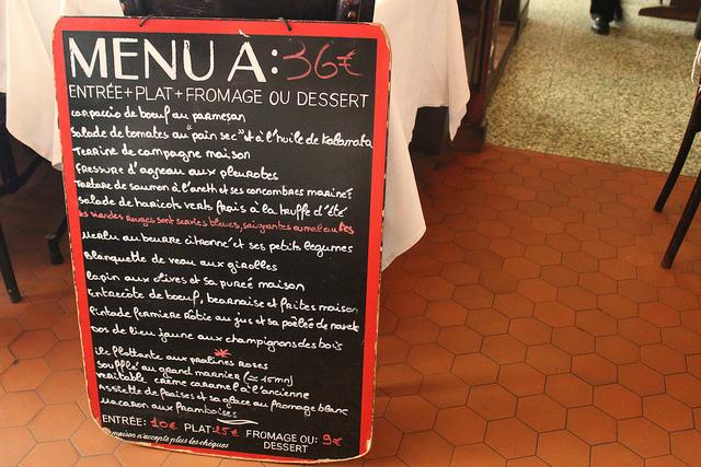 4 dicas para economizar nos restaurantes de Paris