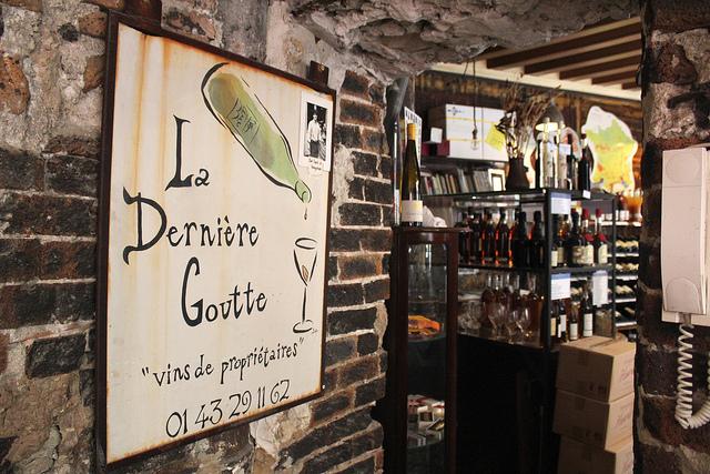 Degustação gratuita e debates sobre vinhos em Saint-Germain-des-Prés