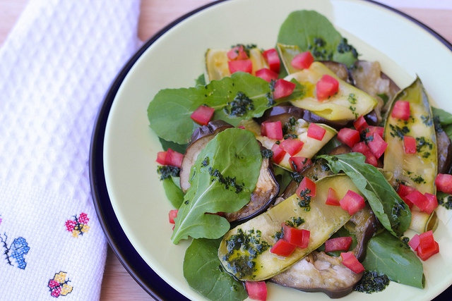 Salada com abobrinha e berinjela, light e deliciosa