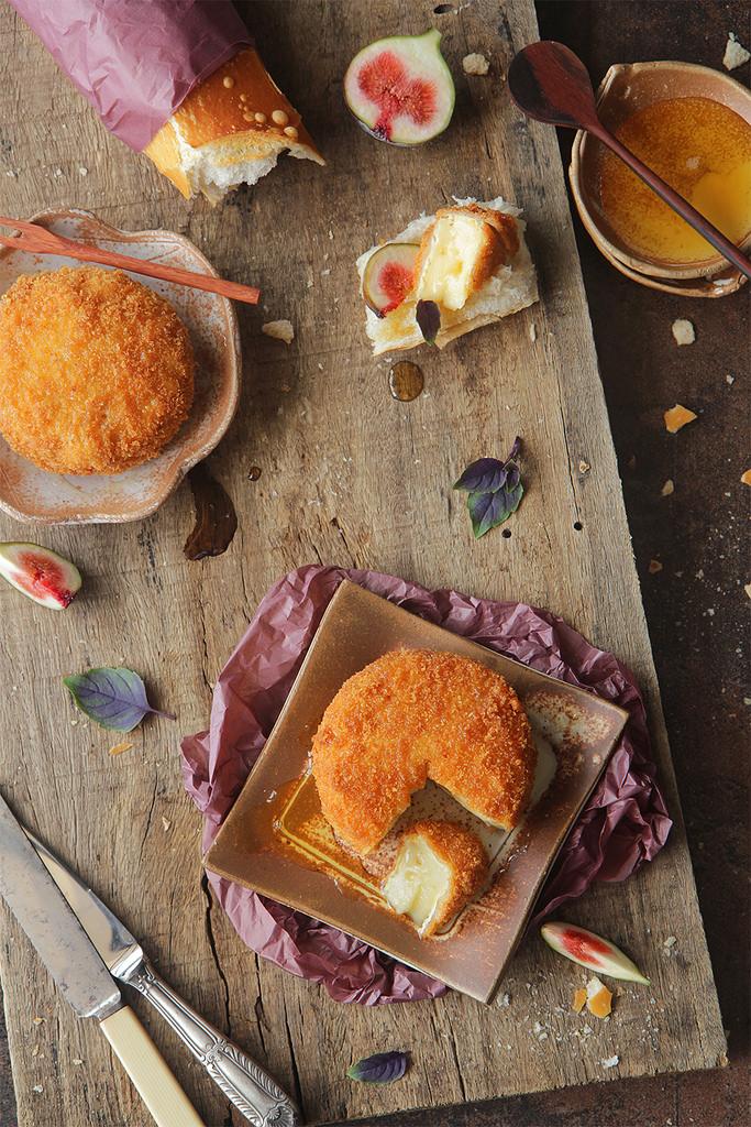 queijo brie empanado e frito